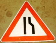 Einseitig verengte Fahrbahn rechts Gefahrzeichen 121-10