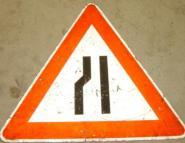 Einseitig verengte Fahrbahn links Gefahrzeichen 121-20